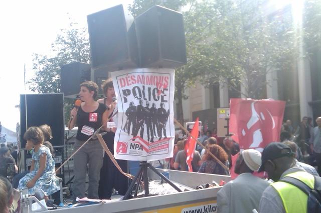 Désarmons la police [Disarm the police]