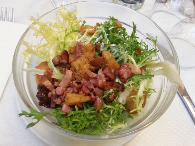 Salade frisée aux lardons du restaurant français Le Bouillon Chartier [Curly lettuce with bacon strips of the French restaurant Le Bouillon Chartier]