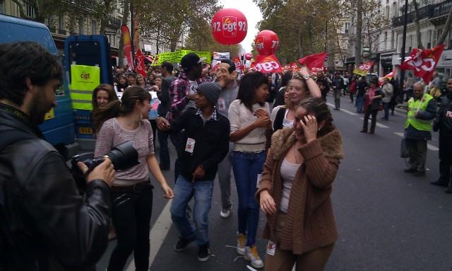 Des militants du mouvement des jeunes communistes en pleine danse