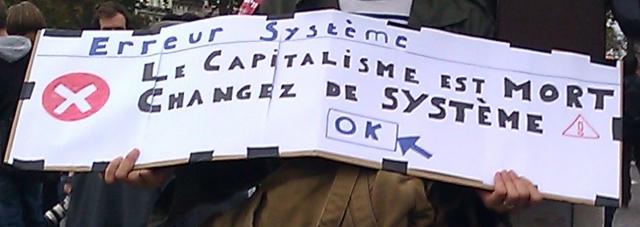 Erreur système : Le capitalisme est mort, changez de système.