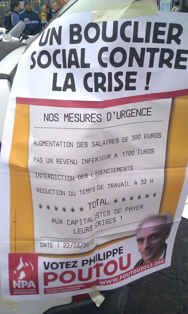 Un bouclier social contre la crise! Nos mesures d'urgence : augmentation des salaires de 300 euros, pas un revenu inférieur à 1700 euros (net), réduction du temps de travail à 32 heures. Total : aux capitalistes de payer leur crise, NPA [A social shield against the crisis! Our emergency measures: wage increase of 300 euros, not an income below 1700 Euros (net), reduction of working time to 32 hours. Total: the capitalists have to pay for their crisis, NPA]