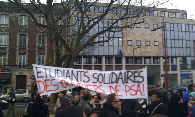 Etudiants solidaires des ouvriers de PSA [Students in solidarity with PSA workers]