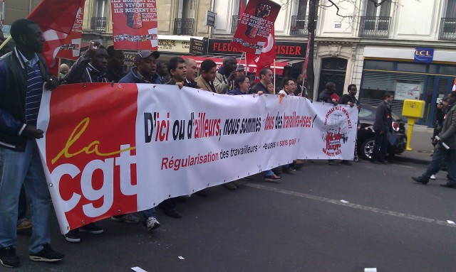 D'ici ou d'ailleurs, nous sommes tous des travailleurs. Régularisation des travailleurs sans papiers, CGT [Here and elsewhere, we are all workers. Regularization of all undocumented workers, CGT]