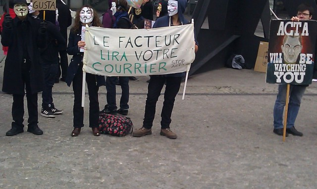 Le facteur lira votre courrier, stop ACTA [The postman will read your mail, stop ACTA]