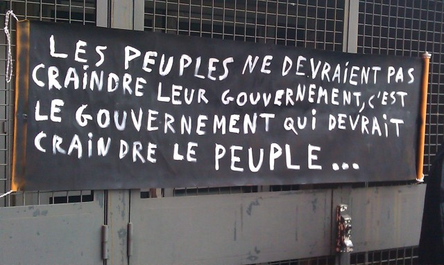 Les peuples ne devraient pas craindre leur gouvernement, c'est le gouvernement qui devrait craindre le peuple [The people should not fear their government, the government should fear the people]