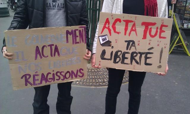 ACTA tue la liberté, Le gouvernement ment, il attaque nos libertés, réagissons [ACTA kills freedom, The government lies, it attacks our freedoms, let us do something]