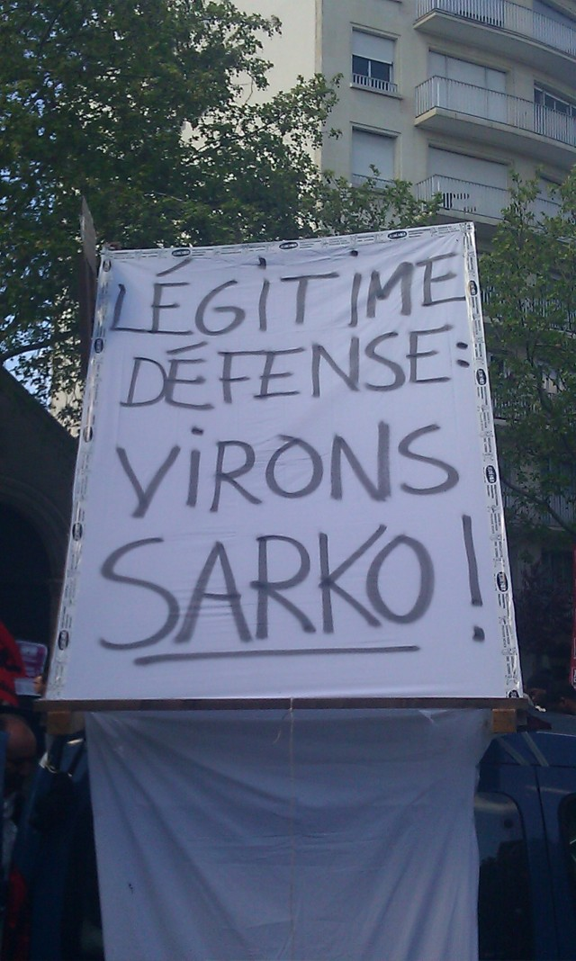 Légitime défense : virons Sarko, Jeudi Noir [Self-defence, throw Sarko out, Black Thursday]
