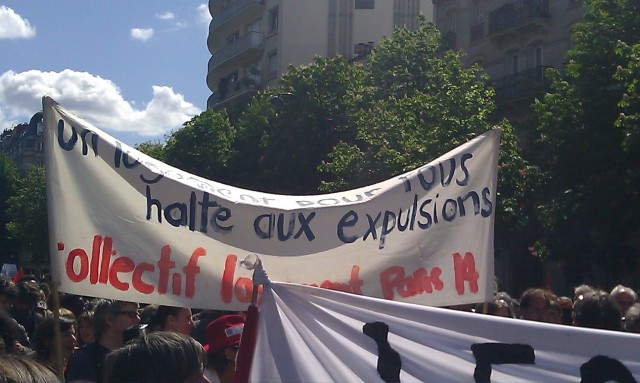 Un logement pour tous, halte aux expulsions, collectif logement Paris 14ème [An housing for all, stop evictions, housing commitee Paris 14]