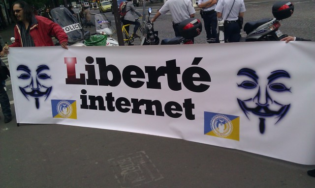 Liberté, Internet, comité de soutien (France) des anonymes [Freedom, Internet, support committee (France) of the anonymous]