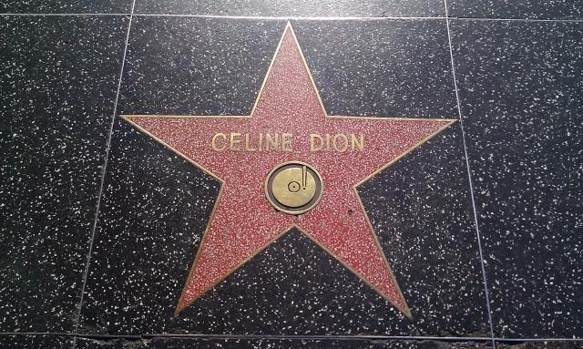 Céline Dion, étoile sur la promenade de la célébrité [Céline Dion, star on the walk of fame]
