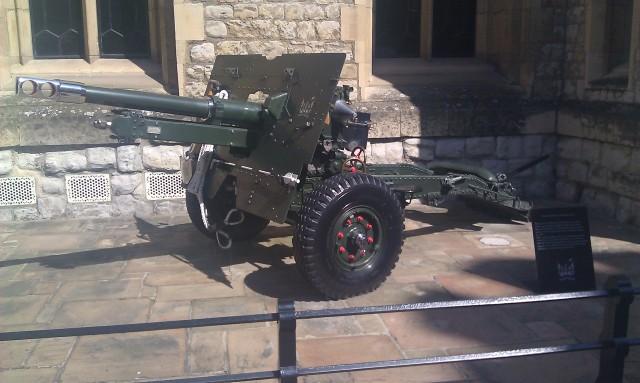 Canon QF de 25 livres [QF 25-pounder gun]