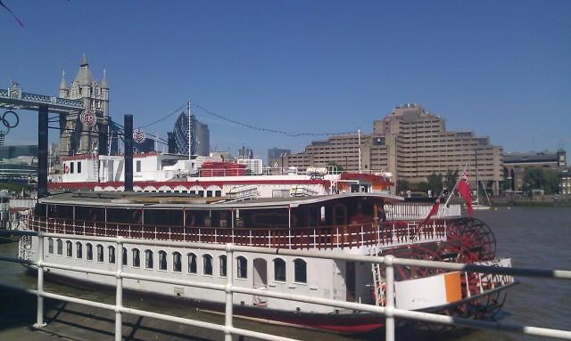 Un bateau sur la Tamise [A boat on the Thames]