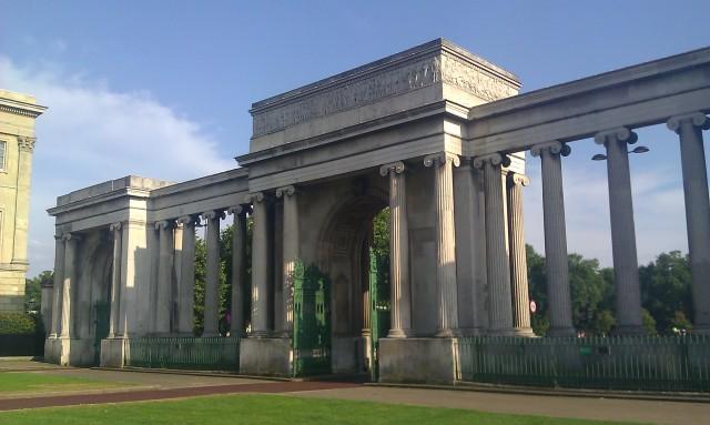 Porte d'Apsley [Apsley Gate]