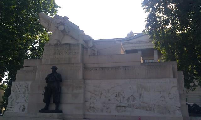 Monument aux soldats de l'artillerie de la Première Guerre mondiale [Monument for WWI artillery soldiers]
