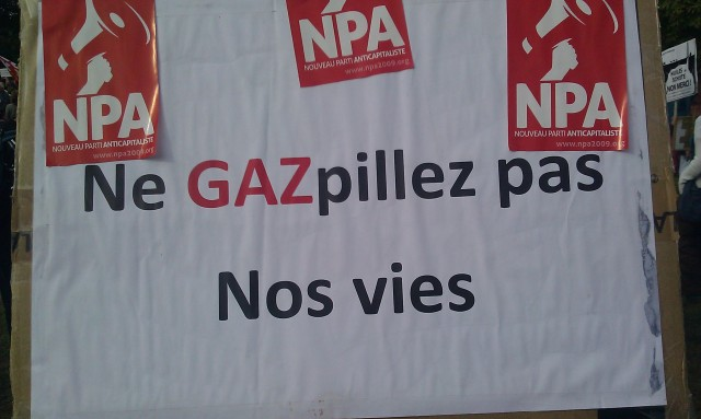 Ne gaspillez pas nos vies, nouveau parti anticapitaliste [Do not waste our lives, new anticapitalist party]