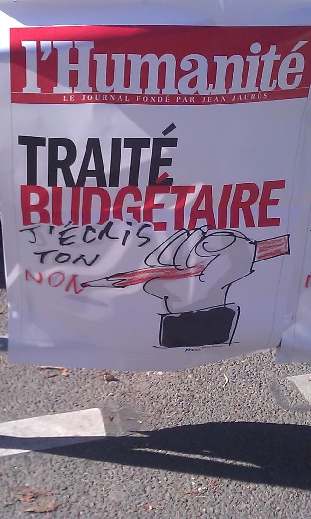 Traité budgétaire, j'écris ton non (nom, jeu de mots), le journal L'Humanité [Fiscal treaty, I write your no (name, play on words), the newspaper The Mankind]