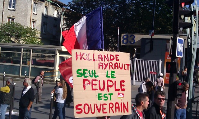 Hollande, Ayrault, seul le peuple est souverain [Hollande, Ayrault, only the people is sovereign]