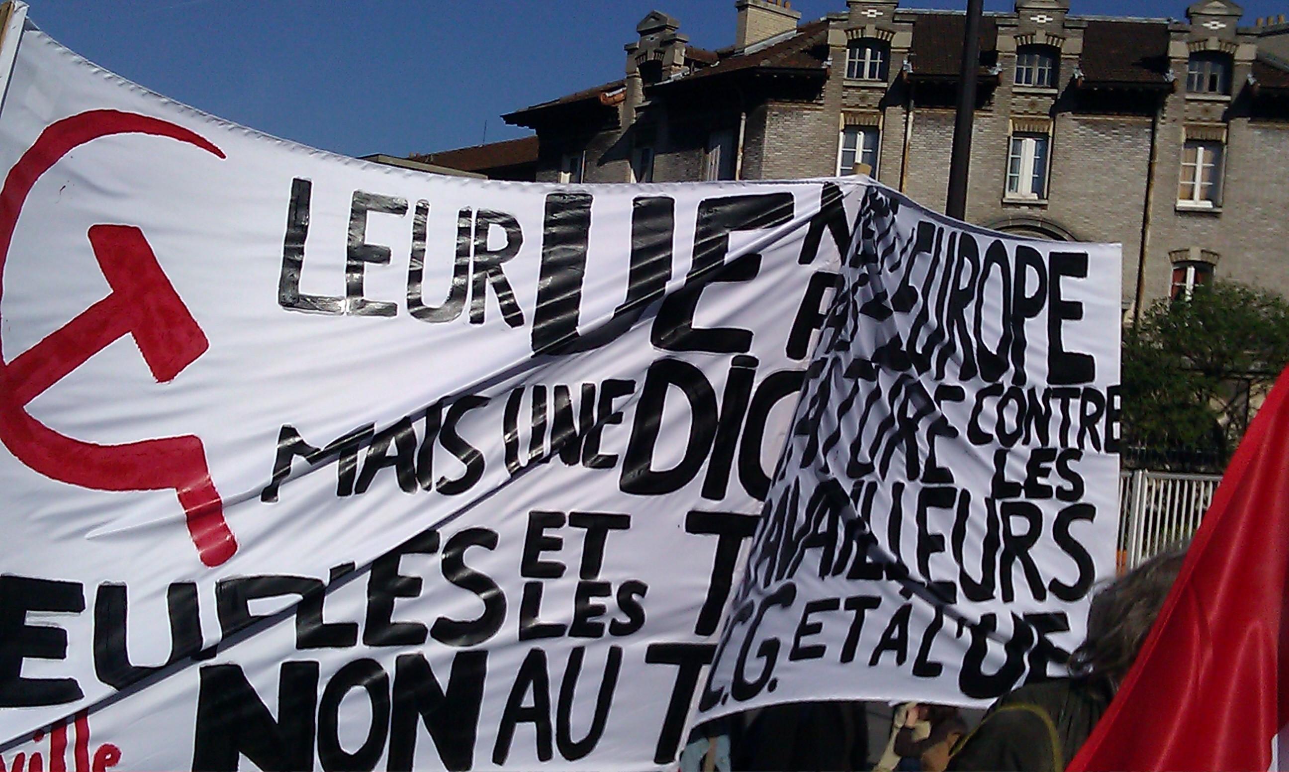 Leur UE n'est pas l'Europe mais une dictature contre les peuples et les travailleurs, non au TSCG et à l'UE, comité d'Abbeville []