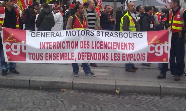 Interdiction des licenciements. Tous ensemble, défendons les emplois, CGT General Motors Strasbourg [Prohibition of layoffs. Let us defend the jobs all together, CGT General Motors Strasbourg]
