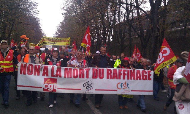 Non à la mort du raffinage, CGT, CGC-CGE, CFDT [No to the death of refining, CGT, CGC-CGE, CFDT]