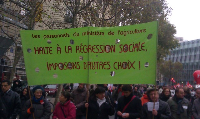 Halte à la régression sociale, imposons d'autres choix, les personnels du ministère de l'agriculture [Stop social regression, let us impose other choices, the staff of the Ministry of Agriculture]