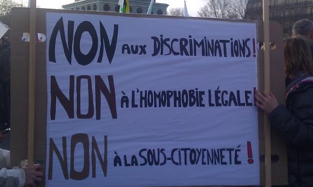 Non aux discriminations! Non à l'homophobie légale! Non à la sous-citoyenneté! [No to discriminations! No to homophobia! No to sub-citizenship!]