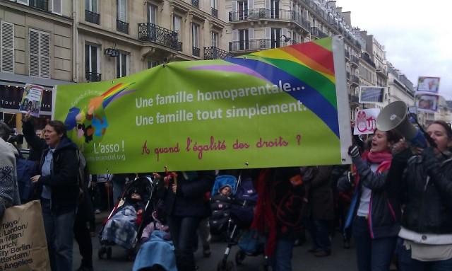 Une famille homoparentale... une famille tout simplement. A quand l'égalité des droits?, Les Enfants d'Arc en Ciel [A same-sex family... simply a family. When are equal rights?, Rainbow Children]