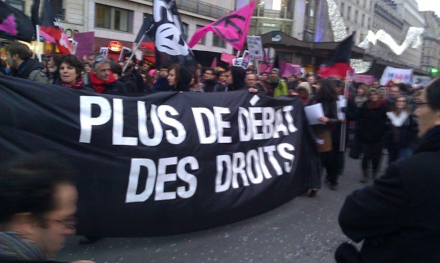 Plus de débat, des droits [No more debate, some rights]