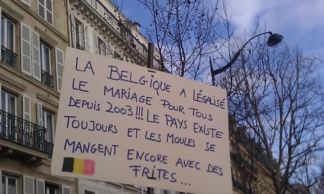 La Belgique a légalisé le mariage pour tous en 2003!!! Le pays existe toujours et les moules se mangent avec des frites... []