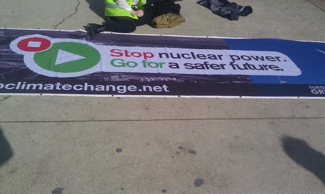Stop au nucléaire. Vers un futur plus sûr, les Verts européens [Stop nuclear power. Go for a safer future, European Greens]