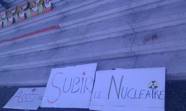 Assez de subir le nucléaire []