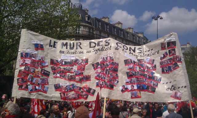 Le mur des cons en soutien au syndicat de la magistrature [The wall of assholes in support of the judicial authorities' union]