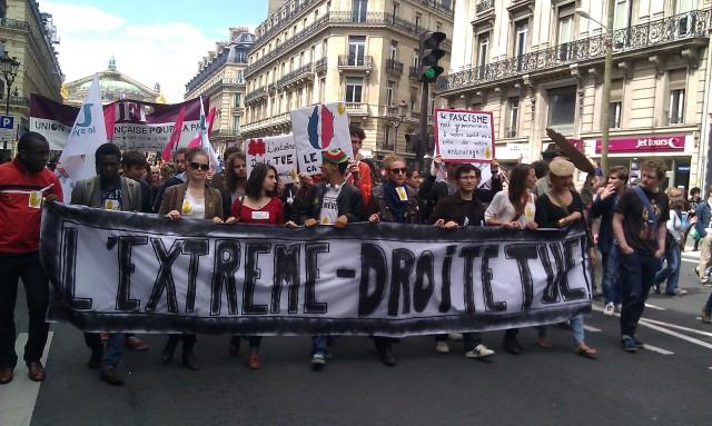 L'extrême-droite tue, UNEF [The extreme right wing kills, UNEF]