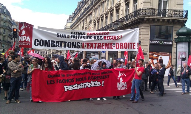 Quand le gouvernement nous attaque, les fachos nous agressent. Résistance. Leurs avancées sont faites de nos reculs. Combattons l'extrême-droite, NPA [When the government attacks us, fascists attack us. Resistance. Their progress is made from our setbacks. Let us fight against the extreme right, NPA]