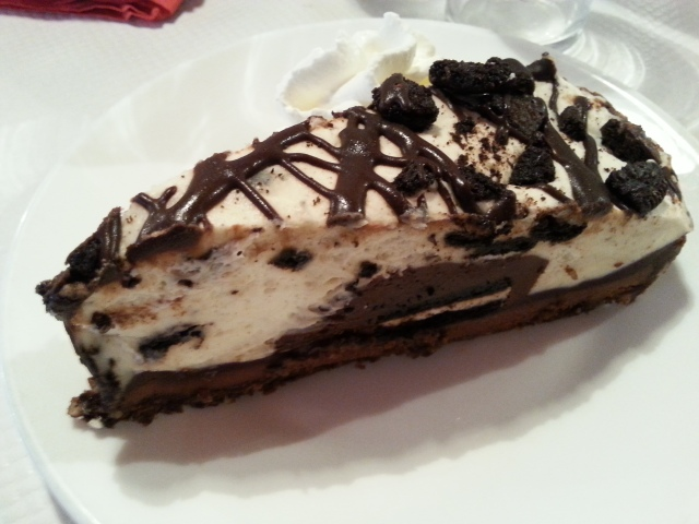 Oreo cookie cake par le restaurant américain Breakfast in America [Oreo cookie cake by the American restaurant Breakfast in America]