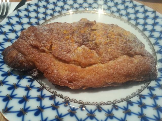 Croissant aux amandes du salon de thé Acide [Almond croissant by Acide tearoom]