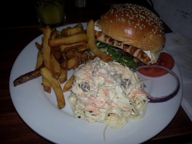 Burger parisien du restaurant Have A Nice Day [Parisian Burger of the restaurant Have A Nice Day]
