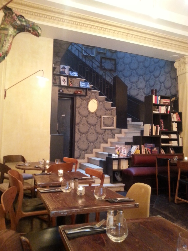 Intérieur du restaurant Lefty [Indoor of the restaurant Lefty]