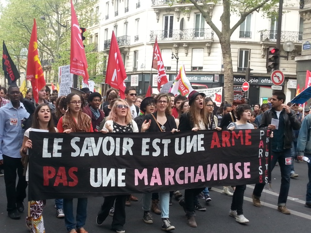 Le savoir est une arme pas une marchandise, Université Paris 8 en luttes [Knowledge is a weapon, not a commodity, University Paris 8 in struggle]