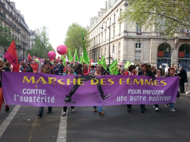 Marche des femmes contre l'austérité pour imposer une autre politique [Women's march against austerity to impose another policy]