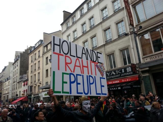 Hollande trahit le peuple [Hollande betrays the people]