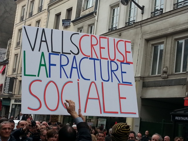 Valls creuse la fracture sociale [Valls digs the social breakdown]