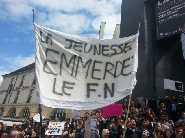 La jeunesse emmerde le Front National [The youth fucks the National Front]