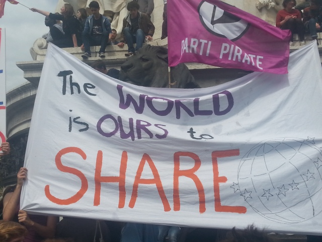 Le monde est à nous à partager, parti pirate [The world is ours to share, pirate party]