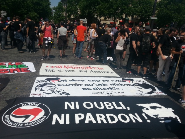 Ni oubli, ni pardon, action antifasciste Marseille [Neither oblivion, nor forgiveness, antifascist action Marseille]