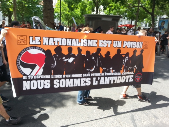 Le nationalisme est un poison. Si tu défends l'idée d'un monde sans patrie ni frontières, ensemble, nous sommes l'antidote, la horde [Nationalism is a poison. If you defend the idea of a world with no homeland and no frontier, together we are the antidote, the horde]