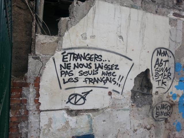 Étrangers, ne nous laissez pas seuls avec les français [Foreigners, don't leave us alone with the French]
