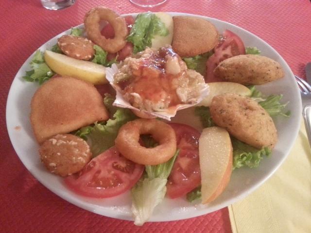 Assiette créole du restaurant brésilien La taverne [Creole plateful of the Brazilian restaurant La taverne]