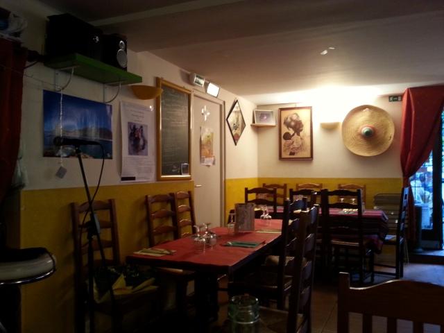 Intérieur du restaurant brésilien La taverne [Indoor of the Brazilian restaurant La taverne]
