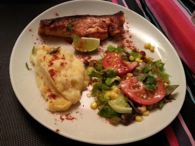 Pavé de saumon au citron du restaurant brésilien La Taverne [Salmon steak with lemon of the Brazilian restaurant La Taverne]